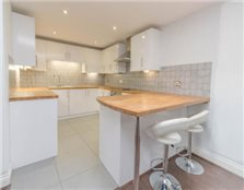 2 bedroom flat High Street