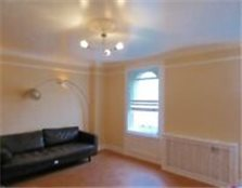 2 bedroom flat in Adelaide Crescent Hove