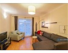 2 bedroom flat in Elms Road, Wokingham, RG40 (2 bed)
