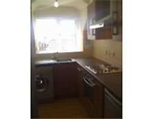 Top floor 2 bedroom part furnished apartment with lift Clifton