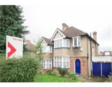 3 bedroom, Semi-Detached House Lavender Avenue, KINGSBURY, NW9 8HG