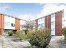 2 bedroom flat in Crescent Road, WOKINGHAM, RG40