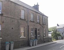 2 bedroom maisonette High Street