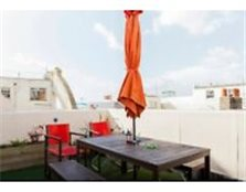 Fully furnished top floor two bedroom flat, with a fantastic roof terrace and sea views. Brighton