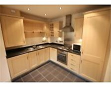 Beautifully presented 2 bedroom apartment close to city centre with parking York