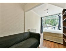 STUDENT INCENTIVES OFFERED!! Well maintained four bedroom property in Oval, Offered fully furnished. Kennington