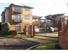 Stunning 2 bedroom flat in gated development. 5 minute walk to Maidenhead train station.