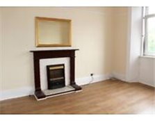 Unfurnished first floor two bedroom flat Newly Refurbished !! £500pcm Paisley