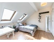 A BRIGHT TWO BEDROOM APARTMENT AVAILABLE END OF MAY IN THE HEART OF LADBROKE GROVE Islington