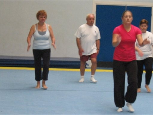 De plus en plus de seniors pratiquent un sport.SP