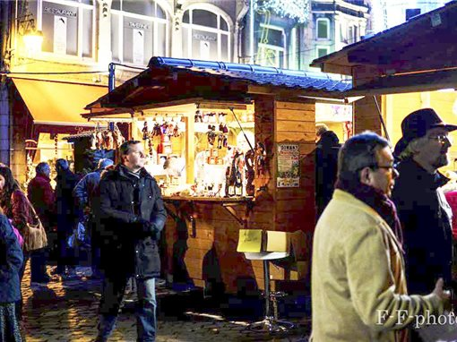 Le marché de Noël de Dinant. Plus d'infos en flashant la photo via l'appli Capteo.
